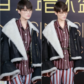 李宇春又帅一脸  睡衣+麂皮外套时髦到飞起