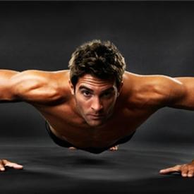 男人做俯卧撑有什么好处 常做俯卧撑好处可不只是练肌肉哦