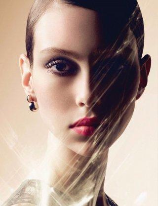 Lorena Maraschi 演绎迪奥美妆《Dior》杂志时尚大片