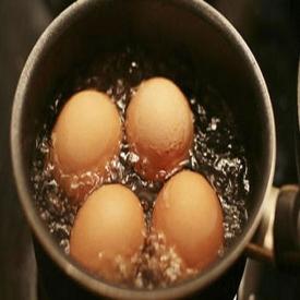 煮鸡蛋用开水还是冷水 开水和冷水各有优缺点