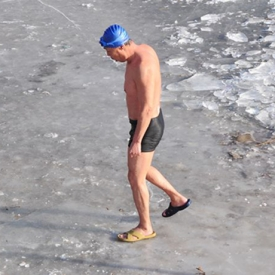 冬泳注意事项 冬泳前中后这些事项请牢记
