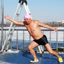 冬泳会得关节炎吗 冬泳做到这3点避免关节炎