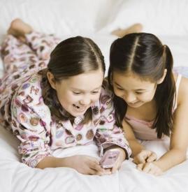 孩子玩手机的危害 严重危害孩子的眼睛