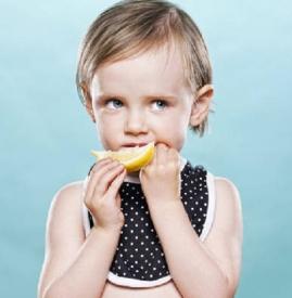 宝宝长痱子吃什么好 这几款食物你不能不吃