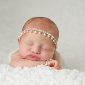 婴儿一放下就醒非要抱着睡是怎么回事