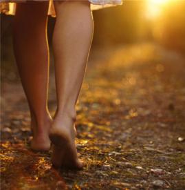 脚后跟干裂起硬皮是什么原因 千万小心这四大因素引起脚裂