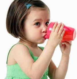 宝宝每天喝多少水合适 这四种水千万别给宝宝喝