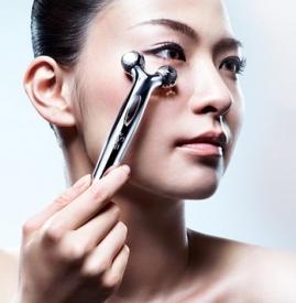 refa美容仪眼部使用方法 轻柔滚动5分钟即可去黑眼圈