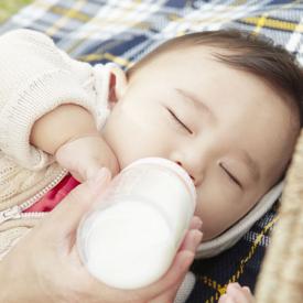 宝宝呛奶后的急救处理