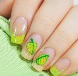 手绘叶子美甲教程 春天嫩芽带在指尖上吧
