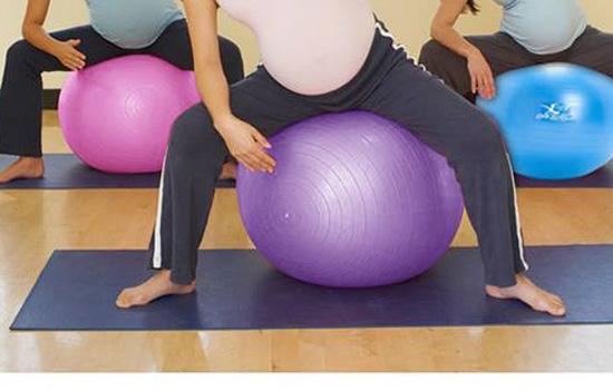 大家在给瑜伽球充气的时候