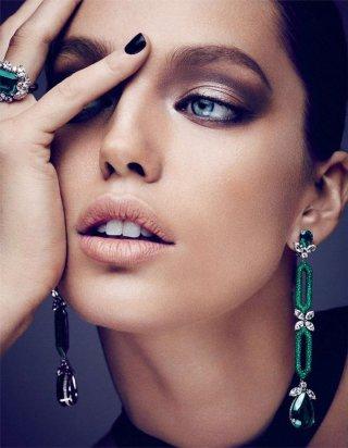 超模Emily DiDonato 演绎《Vogue》欧美时尚杂志大片