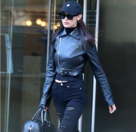 Bella Hadid最新街拍 全黑机车look酷感十足