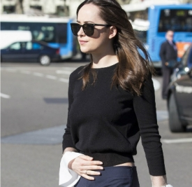 Dakota Johnson最新街拍 时髦的法式优雅feel