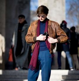 咖啡色外套配什么裤子男 不是帅就是有型