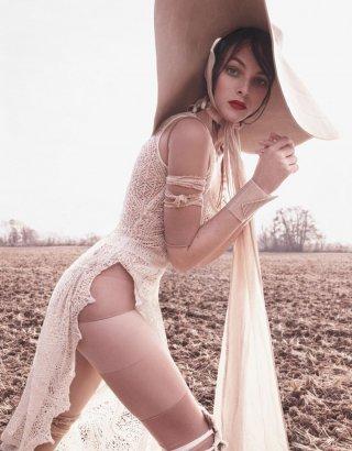 超模Vittoria Ceretti 演绎《Vogue》时尚杂志大片