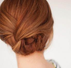 中年盘头发的方法图解 盘个发气质大增