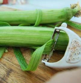 吃丝瓜要削皮吗 丝瓜不去皮能吃吗