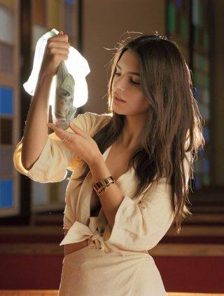 超模Emily Ratajkowski 演绎《L'Officiel》时尚杂志大片
