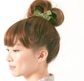 蓬松丸子头扎法步骤 快速教你打造出蓬松感丸子头