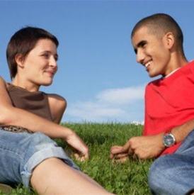 内向的男生会主动吗 喜欢一个女生他会这样做
