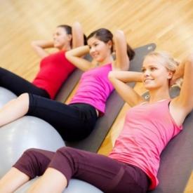 无器械健身腹肌 6个动作助你成就8块腹肌