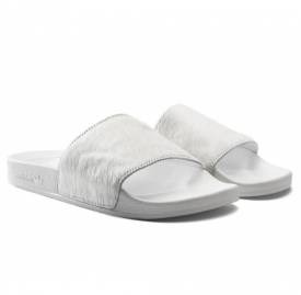 adidas为Mi Adilette拖鞋款式体现订製奢华版