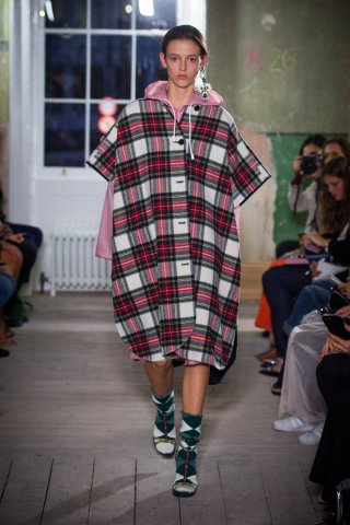 Burberry(博柏利)2018伦敦时装周时装秀
