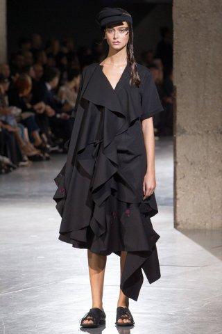 Yohji Yamamoto(山本耀司)2018巴黎时装周时装秀
