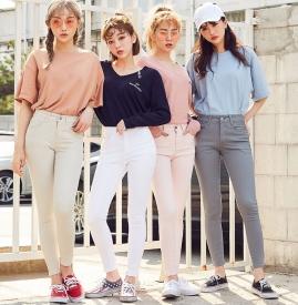 白色铅笔裤配什么鞋子 彰显少女青春活力