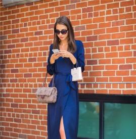 夏季丝绸连衣裙 行走之间上演极致魅惑