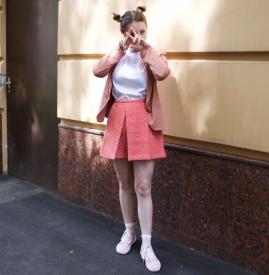 粉色鞋子配什么裤子和上衣图片 演绎少女感