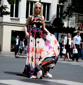 印花连衣裙搭配 打造撩人的万种风情