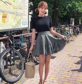 T恤配什么裙子 浪漫喇叭裙最显瘦