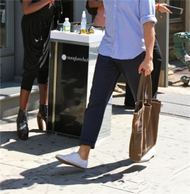 男生帆布鞋配什么裤子 这3种搭配足够宣示你的时尚态度