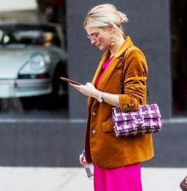 粉色配什么颜色好看 时髦人士都在穿这个「颜色组合」