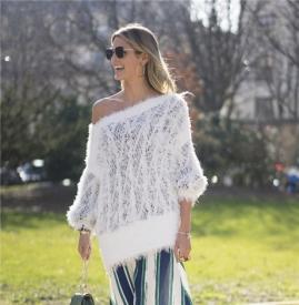 针织衫搭配裙子图片 今年秋冬这样搭配才够时尚