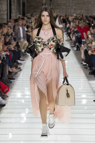 Louis Vuitton(路易威登)2018巴黎时装周时装秀