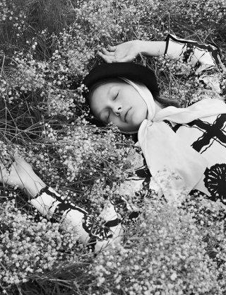 模特Kris Grikaite 演绎《VOGUE服饰与美容》时尚杂志大片
