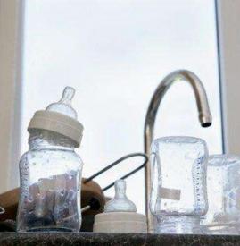 贝亲玻璃奶瓶可以放沸水煮吗
