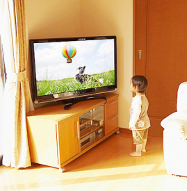一岁宝宝可以看电视吗 一岁前绝不能看电视
