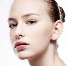 粉底液用什么上妆最好 上妆工具推荐