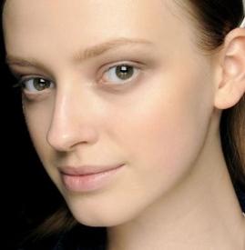 粉底液前用隔离还是妆前 隔离妆前乳的区别