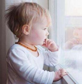 冬天宝宝脸颊发红粗糙是怎么回事