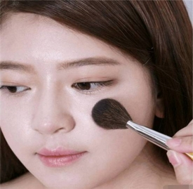 日常化妆的正确顺序 让你画出完美的妆容
