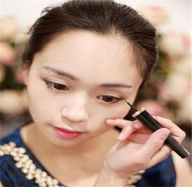 初学者化妆步骤 俩款超简单易学的化妆步骤详解