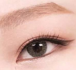 眼妆的画法步骤图片 熬夜有黑眼圈没气色这款妆容绝对适合你