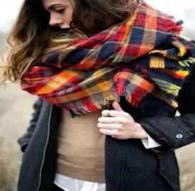 围巾颜色怎么搭配好看 2017秋冬款就在这里