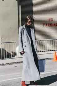 高领毛衣怎么搭配大衣 教你美炸这个冬天
