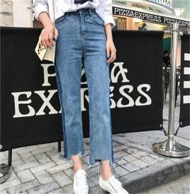 今年最流行的牛仔裤   牛仔裤怎么搭配